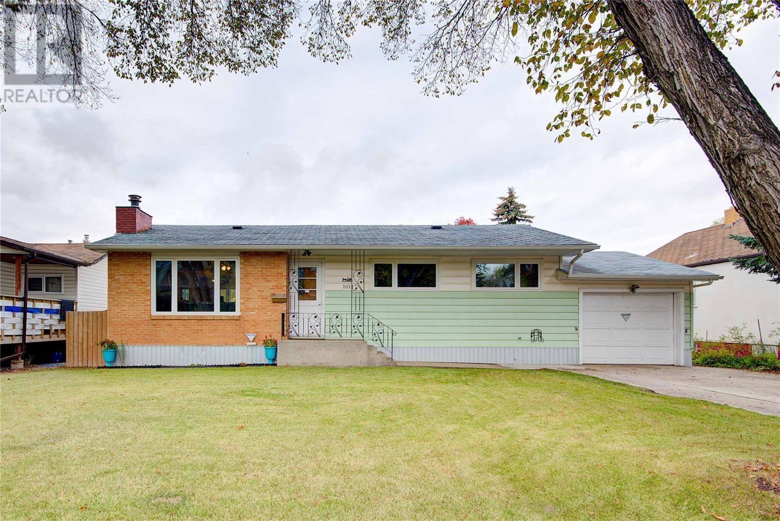 House for sale at 1011 K Ave N Saskatoon Saskatchewan - MLS: SK788290