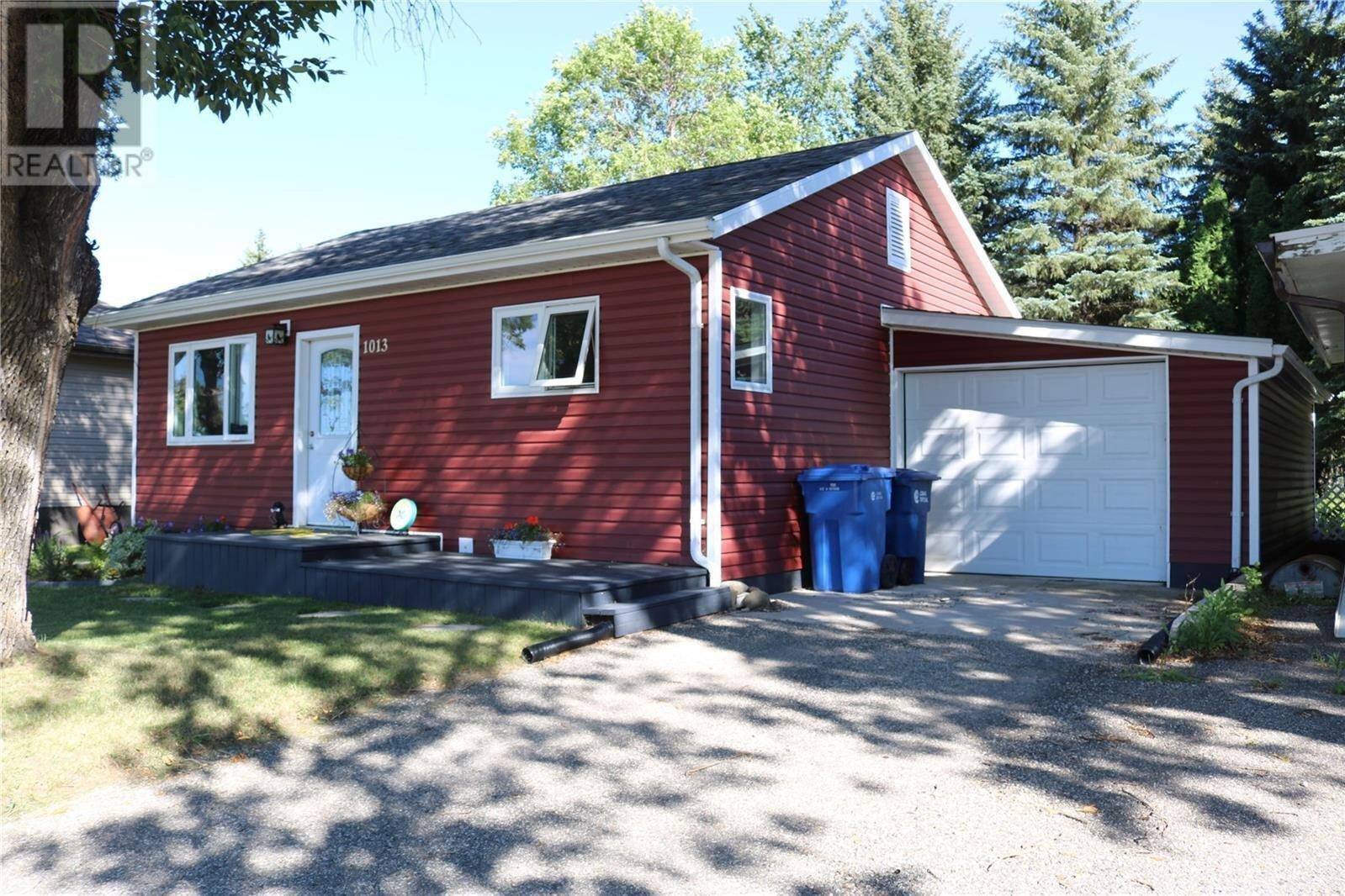 House for sale at 1013 Gordon St Moosomin Saskatchewan - MLS: SK821202