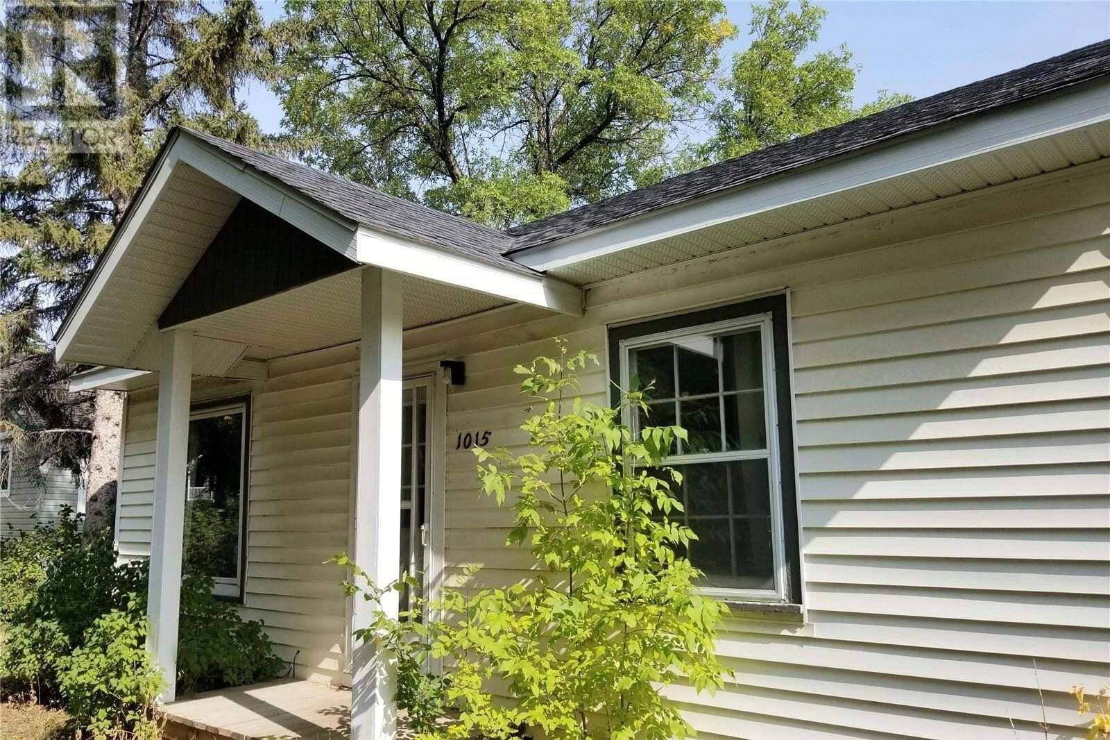 House for sale at 1015 Algoma Ave Moose Jaw Saskatchewan - MLS: SK827448