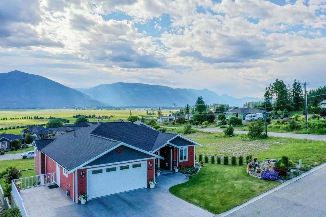 House for sale at 1015 Hawkview Drive  Creston British Columbia - MLS: 2452791