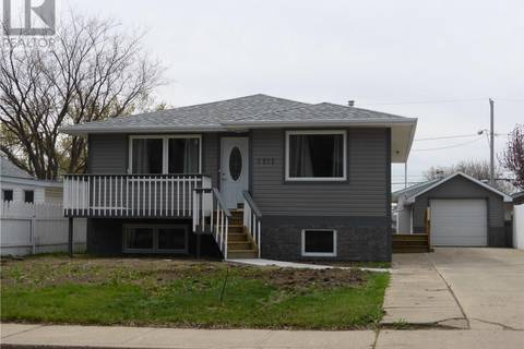 House for sale at 1015 Stadacona St W Moose Jaw Saskatchewan - MLS: SK784817
