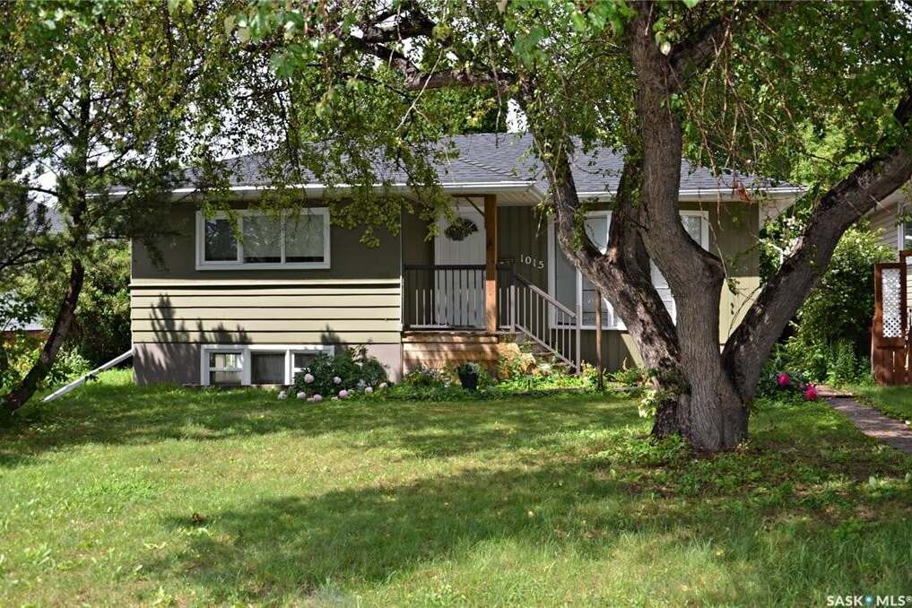 House for sale at 1015 Taylor St E Saskatoon Saskatchewan - MLS: SK815669