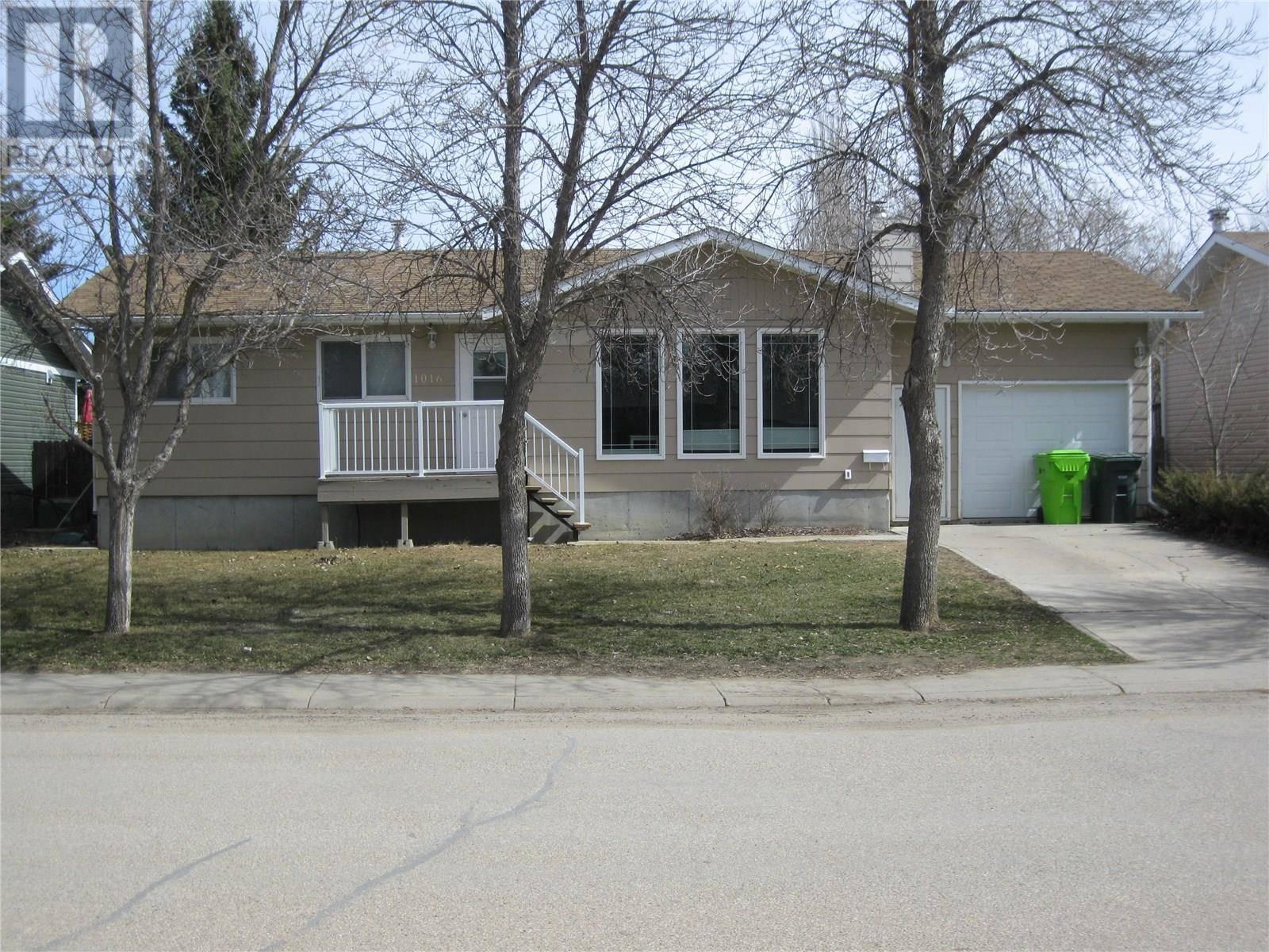 House for sale at 1016 6th St E Rosetown Saskatchewan - MLS: SK771522