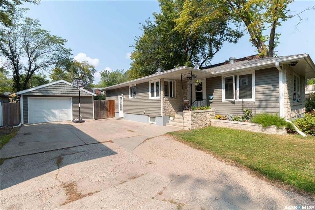House for sale at 1019 B Ave N Saskatoon Saskatchewan - MLS: SK810326
