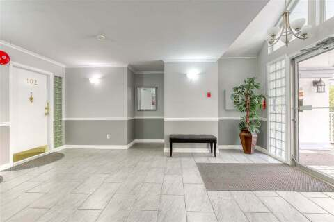 Condo for sale at 15018 Thrift Ave Unit 102 White Rock British Columbia - MLS: R2490059