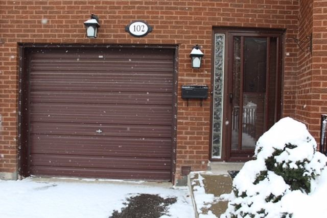 Buliding: 3395 Cliff Road, Mississauga, ON
