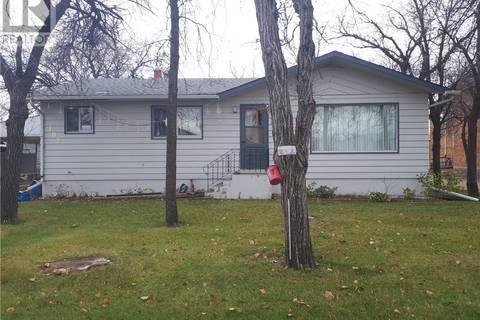 House for sale at 102 3rd Ave E Gravelbourg Saskatchewan - MLS: SK762897