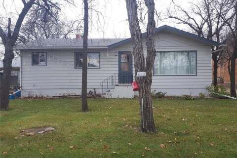 House for sale at 102 3rd Ave Gravelbourg Saskatchewan - MLS: SK808665