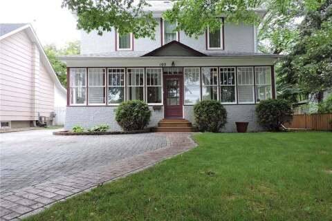 House for sale at 102 3rd Ave N Yorkton Saskatchewan - MLS: SK811404