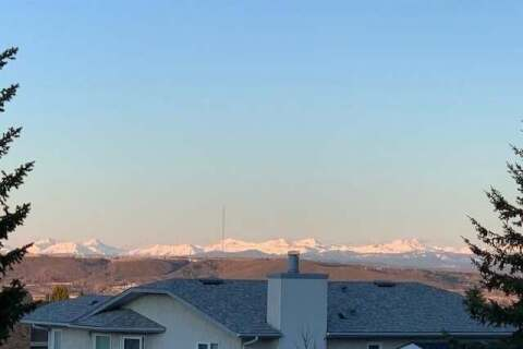House for sale at 102 Hawkdale Circ NW Calgary Alberta - MLS: C4303652
