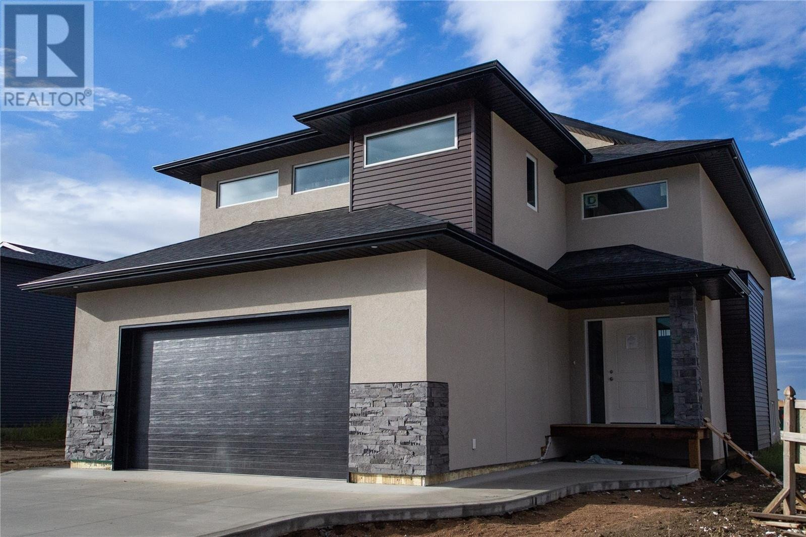 House for sale at 102 Kenaschuk Cres Saskatoon Saskatchewan - MLS: SK831791