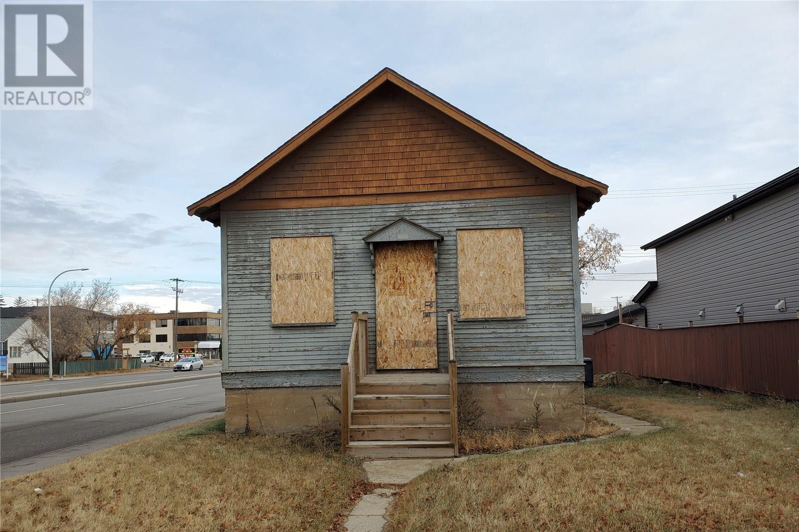 House for sale at 102 M Ave S Saskatoon Saskatchewan - MLS: SK831724