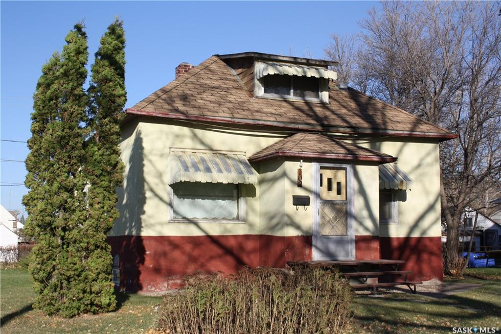 For Sale: 102 Wells Avenue East, Langenburg,  | 2 Bed, 1 Bath House for $39,900. See 21 photos!