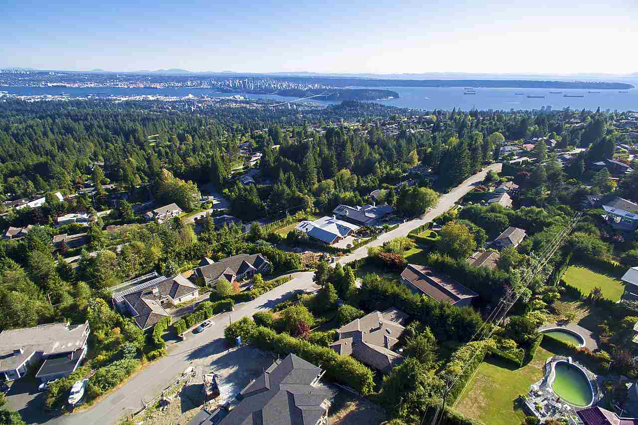 For Sale: 1021 Crestline Road, West Vancouver, BC | 6 Bed, 7 Bath House for $4,080,000. See 15 photos!