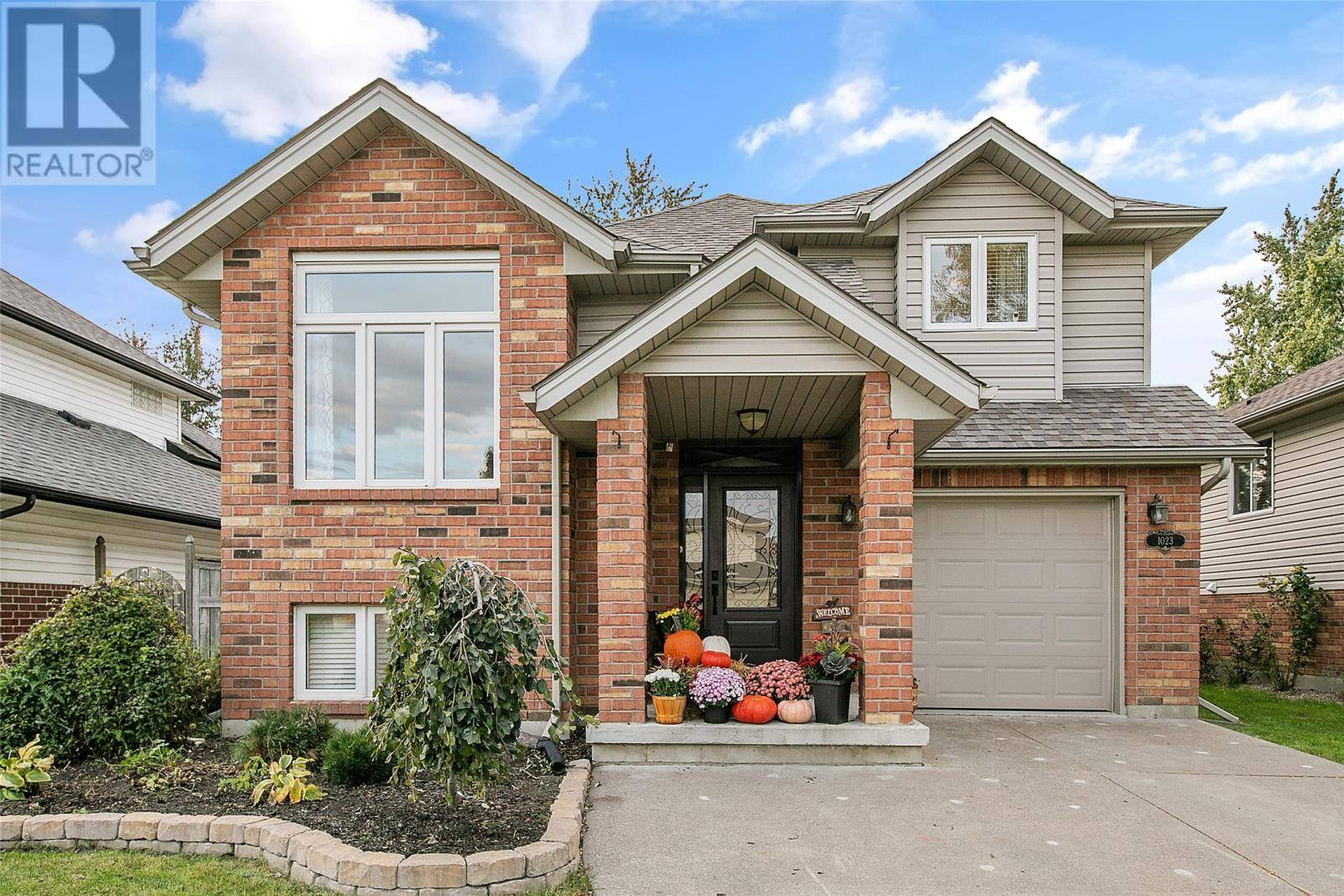 House for sale at 1023 Whistler Ct Windsor Ontario - MLS: 19027036