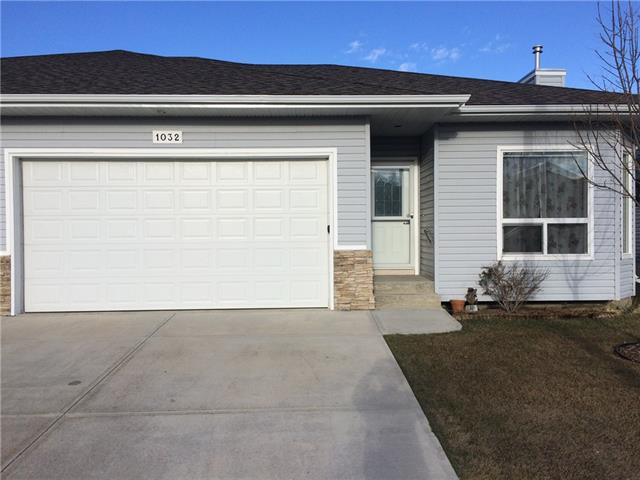 For Sale: 1032 3 Southwest, Black Diamond, AB | 3 Bed, 2 Bath Townhouse for $339,000. See 16 photos!