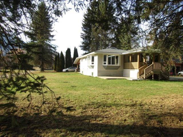 House for sale at 1032 Airport Road  Village Of Salmo British Columbia - MLS: 2439758