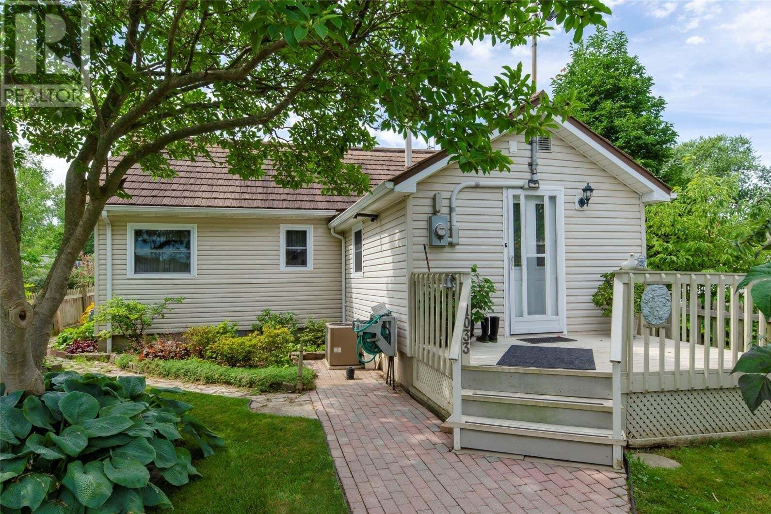 House for sale at 1033 Cedar  Kingsville Ontario - MLS: 20008925