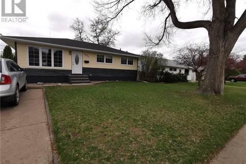 House for sale at 1035 Hall St W Moose Jaw Saskatchewan - MLS: SK771897
