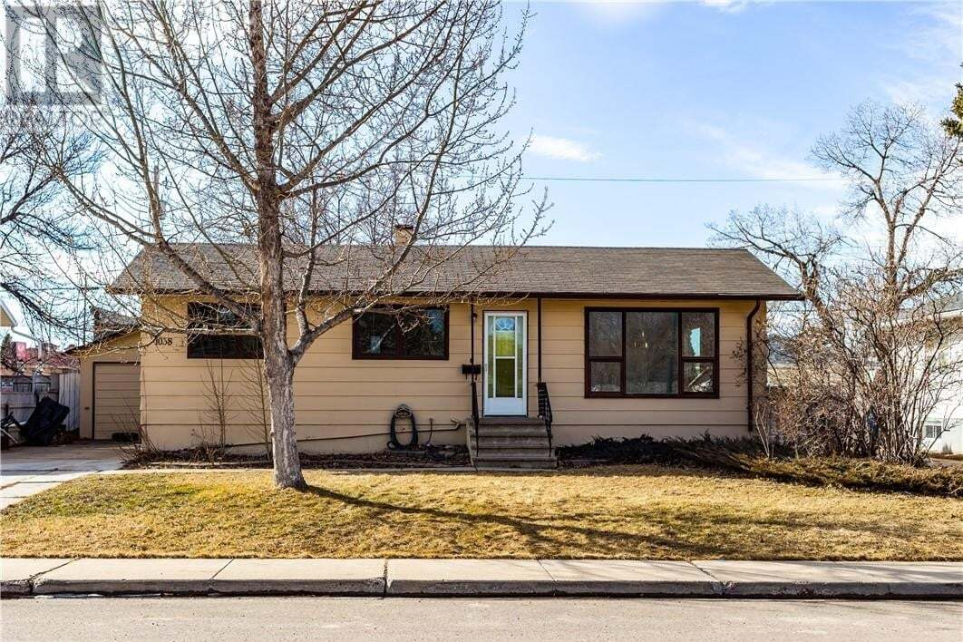 House for sale at 1038 27 St South Lethbridge Alberta - MLS: LD0191986