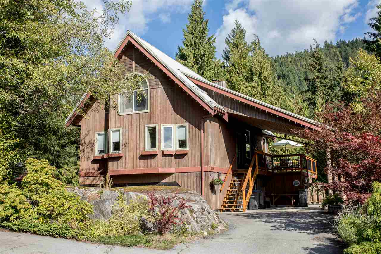 For Sale: 1038 Tobermory Way, Squamish, BC | 3 Bed, 2 Bath House for $1,098,000. See 5 photos!
