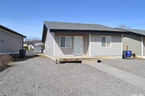 House for sale at 104 7th St W Kindersley Saskatchewan - MLS: SK805911