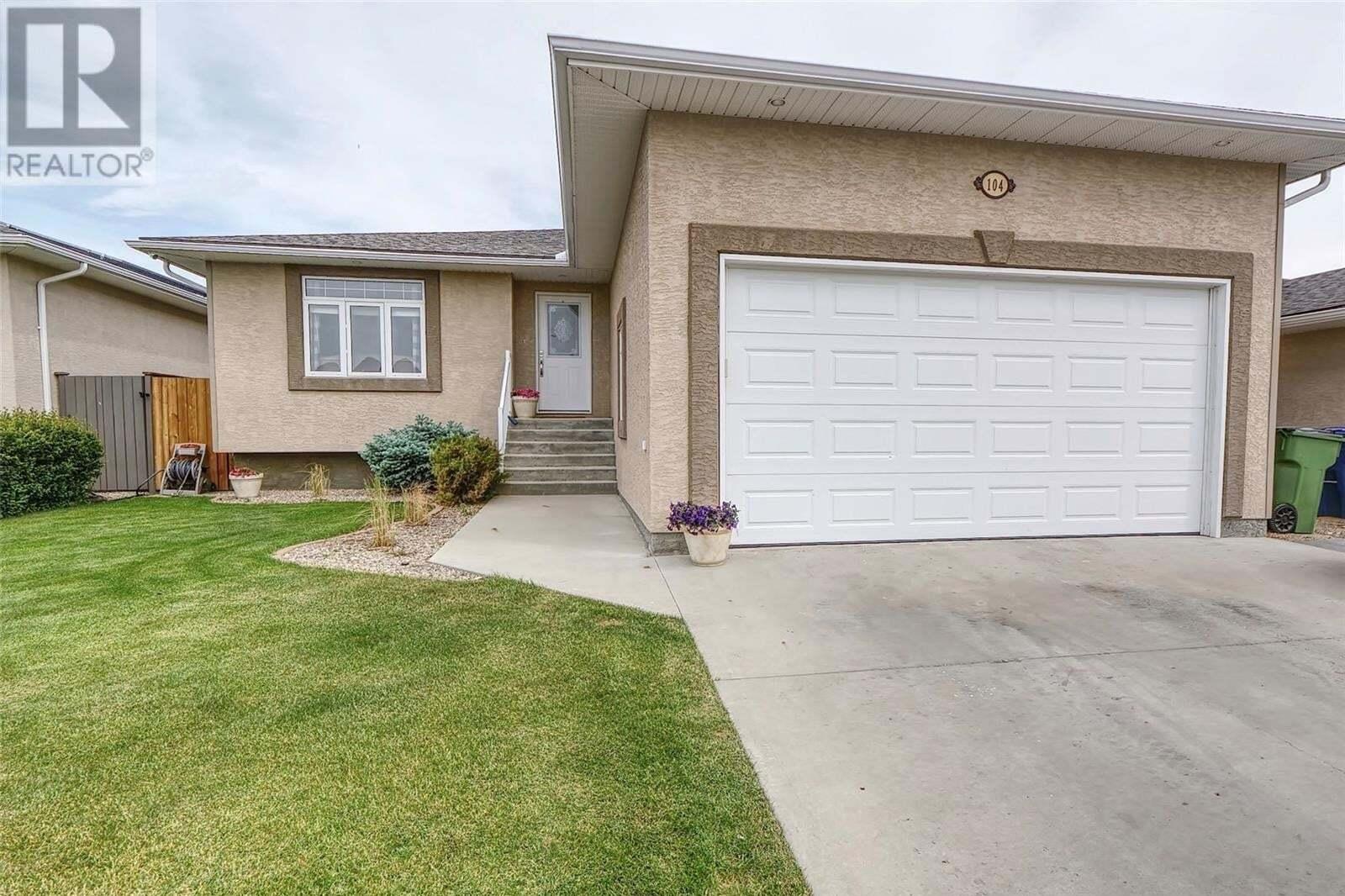 House for sale at 104 Goldenglow Dr Moose Jaw Saskatchewan - MLS: SK811495
