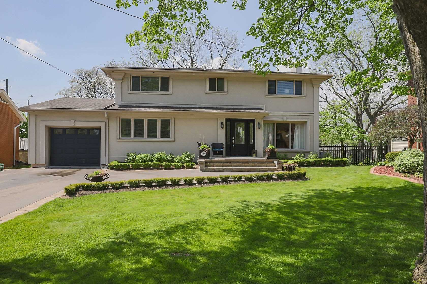 For Sale: 104 Inverness Court, Hamilton, ON | 4 Bed, 4 Bath House for $879900.00. See 39 photos!