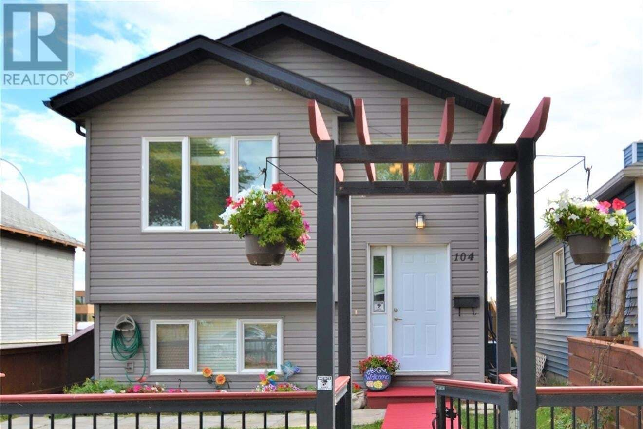 House for sale at 104 M Ave S Saskatoon Saskatchewan - MLS: SK826659