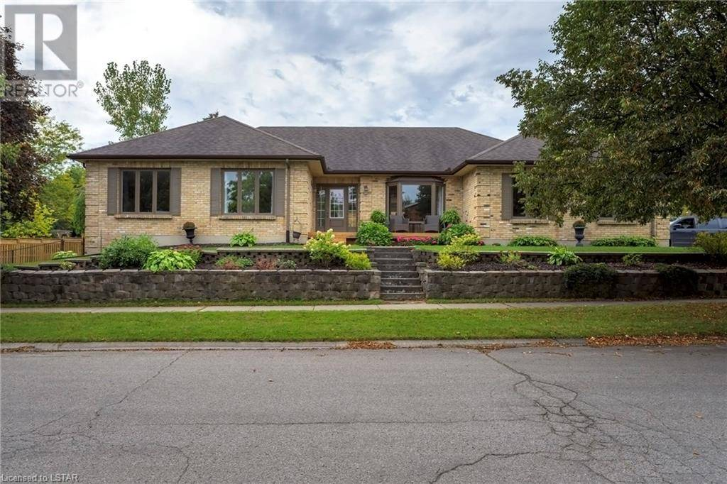 House for sale at 104 Rosecliffe Cres London Ontario - MLS: 225206