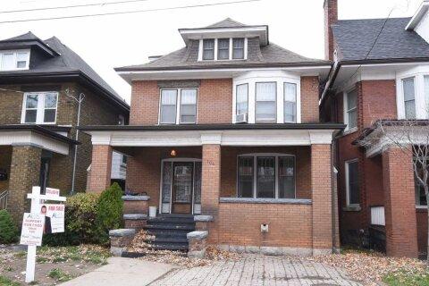 House for sale at 104 Spadina Ave Hamilton Ontario - MLS: X4992162