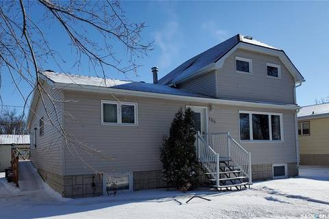 House for sale at 104 Walsh St Maple Creek Saskatchewan - MLS: SK792876