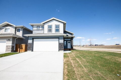House for sale at 10402 130 Ave Grande Prairie Alberta - MLS: A1054020