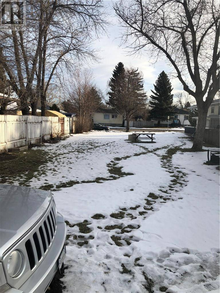 Home for sale at 1042 19 St S Lethbridge Alberta - MLS: ld0183795