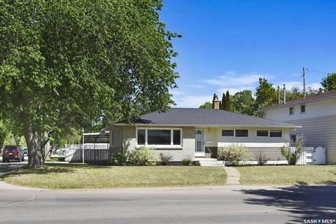 House for sale at 1043 13th Ave NW Moose Jaw Saskatchewan - MLS: SK775824