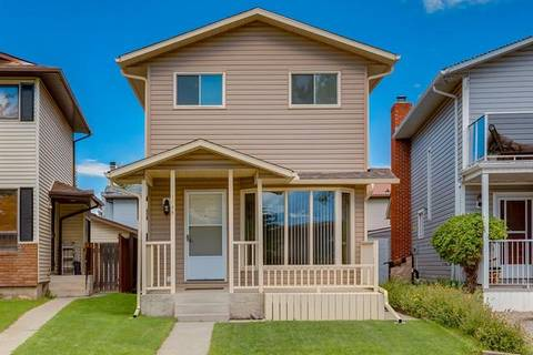 House for sale at 1044 Mckinnon Dr Northeast Calgary Alberta - MLS: C4255728