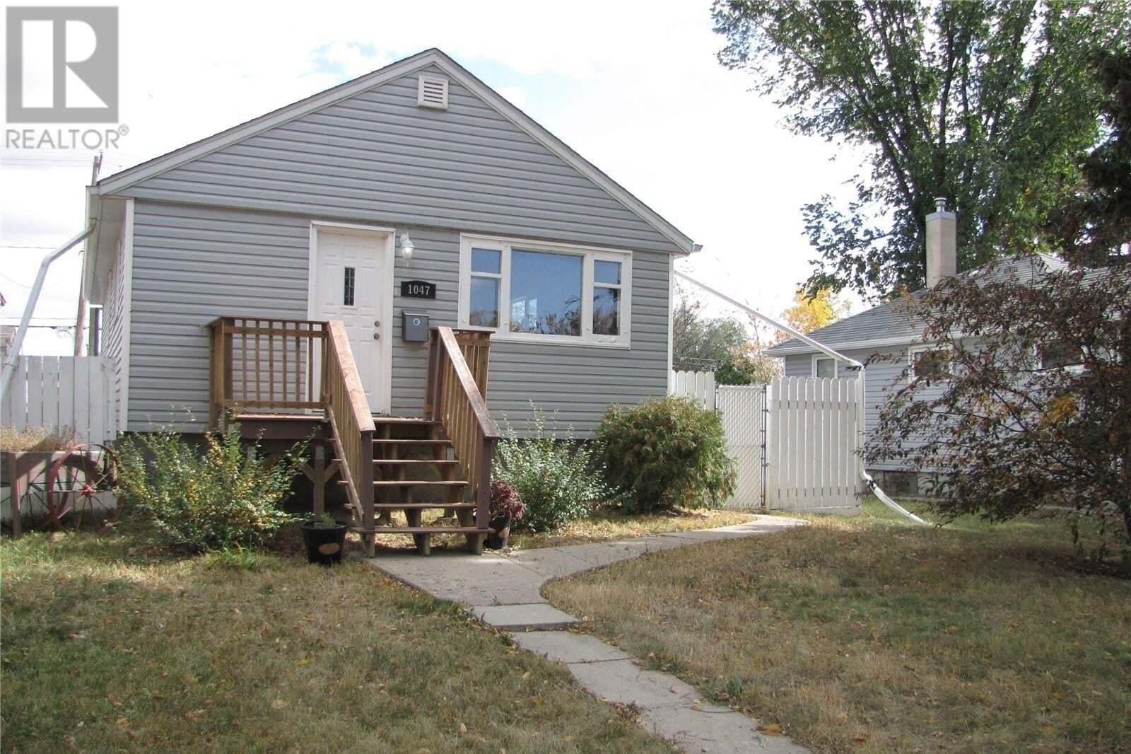 House for sale at 1047 Broder St Regina Saskatchewan - MLS: SK828073