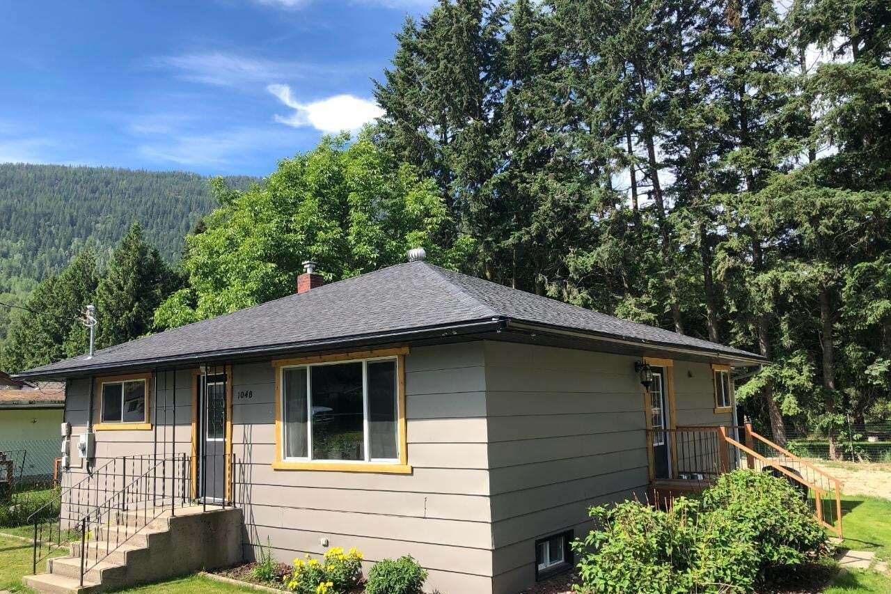 House for sale at 1048 Mountain Street  Castlegar British Columbia - MLS: 2452709