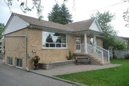 House for sale at 1049 East Ave Mississauga Ontario - MLS: W4667944