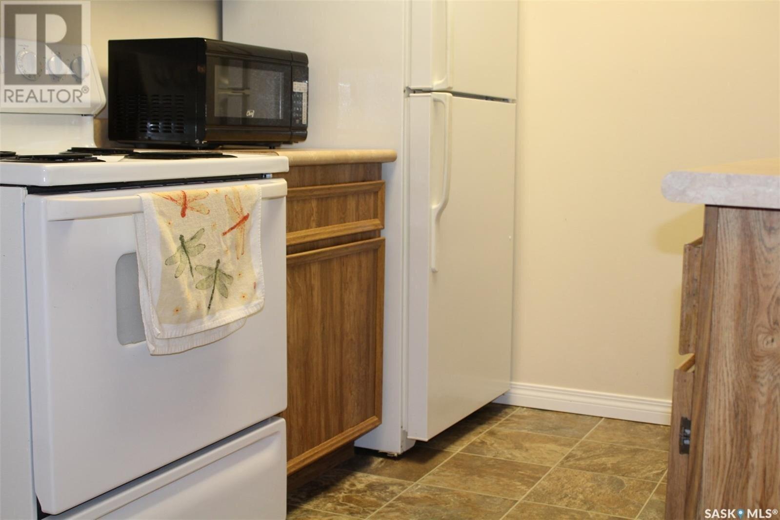 Condo for sale at 1822 Eaglesham Ave Unit 105 Weyburn Saskatchewan - MLS: SK838789