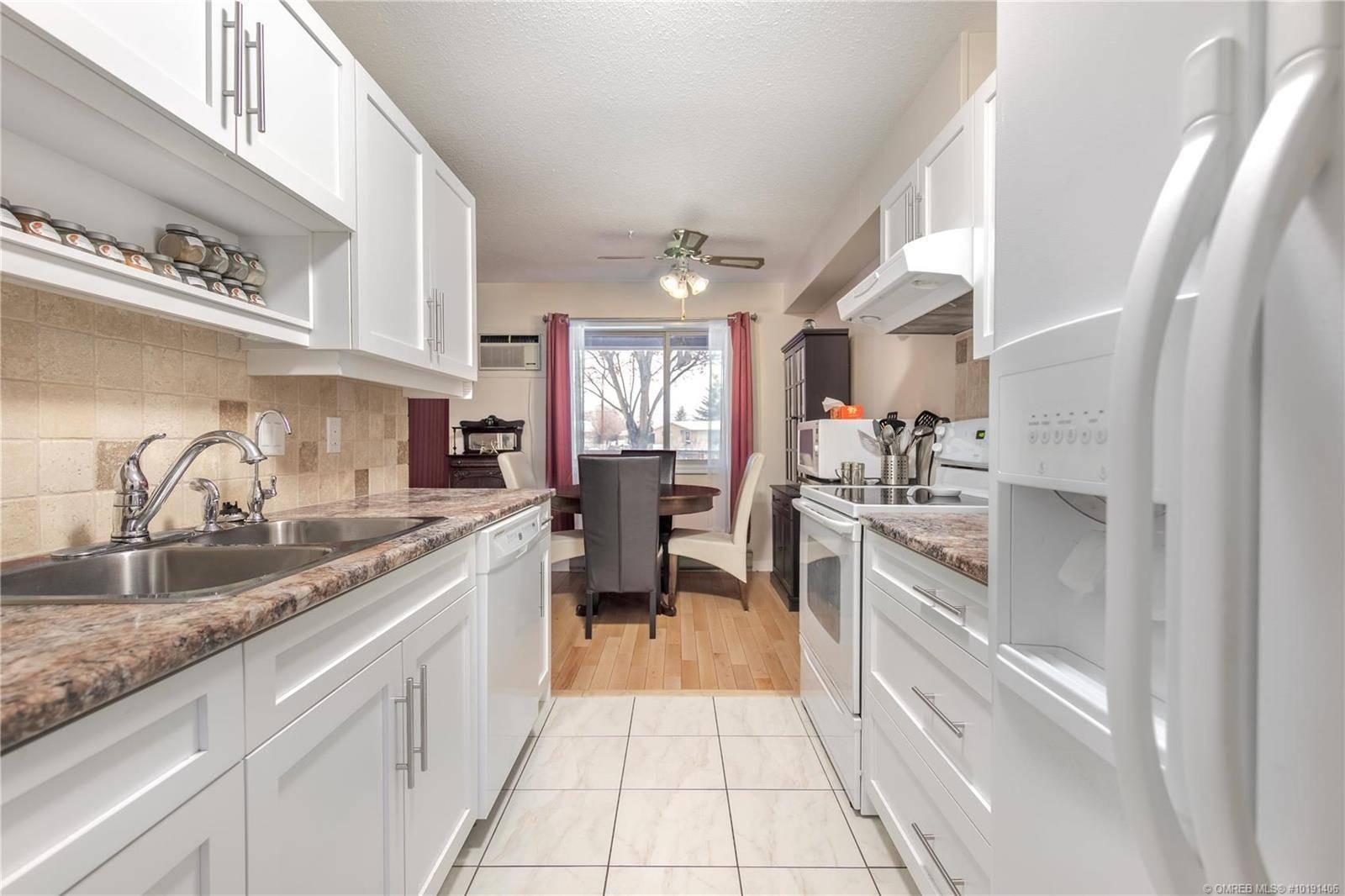 Townhouse for sale at 240 Mcintosh Rd Unit 105 Kelowna British Columbia - MLS: 10191406