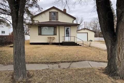 House for sale at 105 3rd St N Cabri Saskatchewan - MLS: SK806288
