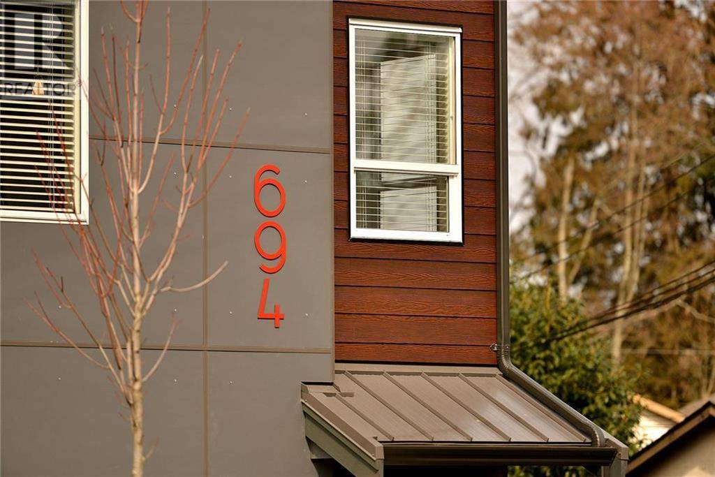 Townhouse for sale at 694 Hoylake Ave Unit 105 Victoria British Columbia - MLS: 415832