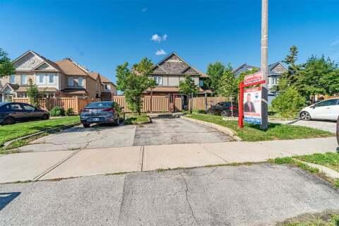 Townhouse for sale at 105 Chipmunk Cres Brampton Ontario - MLS: W4860464