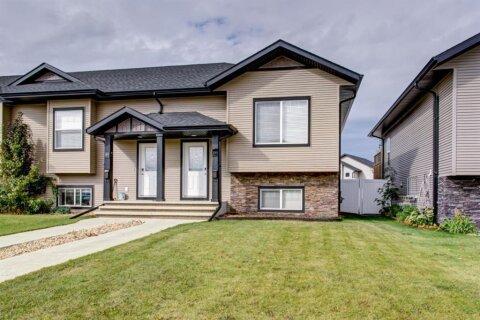 Townhouse for sale at 105 Crimson Ct Blackfalds Alberta - MLS: A1036825
