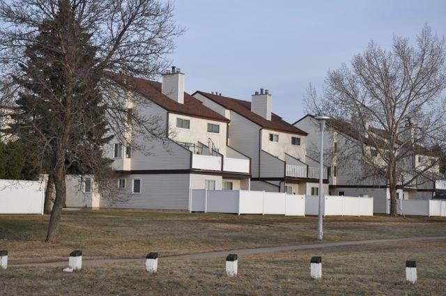 Townhouse for sale at 105 Lancaster Te Nw Edmonton Alberta - MLS: E4176280