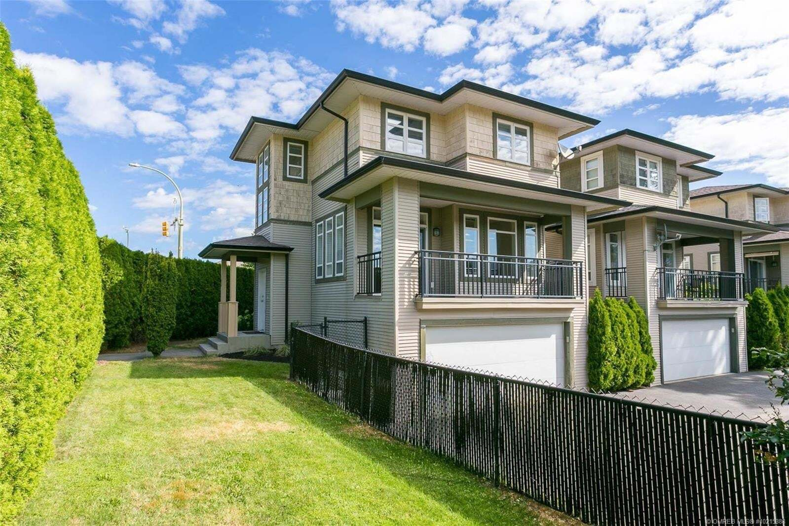 Townhouse for sale at 105 Mccurdy Rd East Kelowna British Columbia - MLS: 10215388