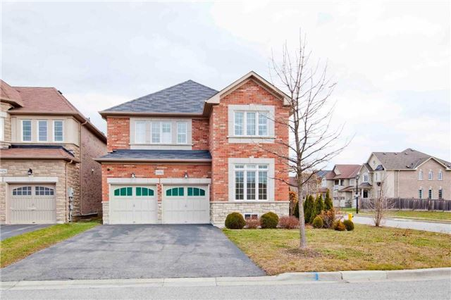For Sale: 1050 Ralston Crescent, Newmarket, ON | 4 Bed, 4 Bath House for $979,900. See 19 photos!