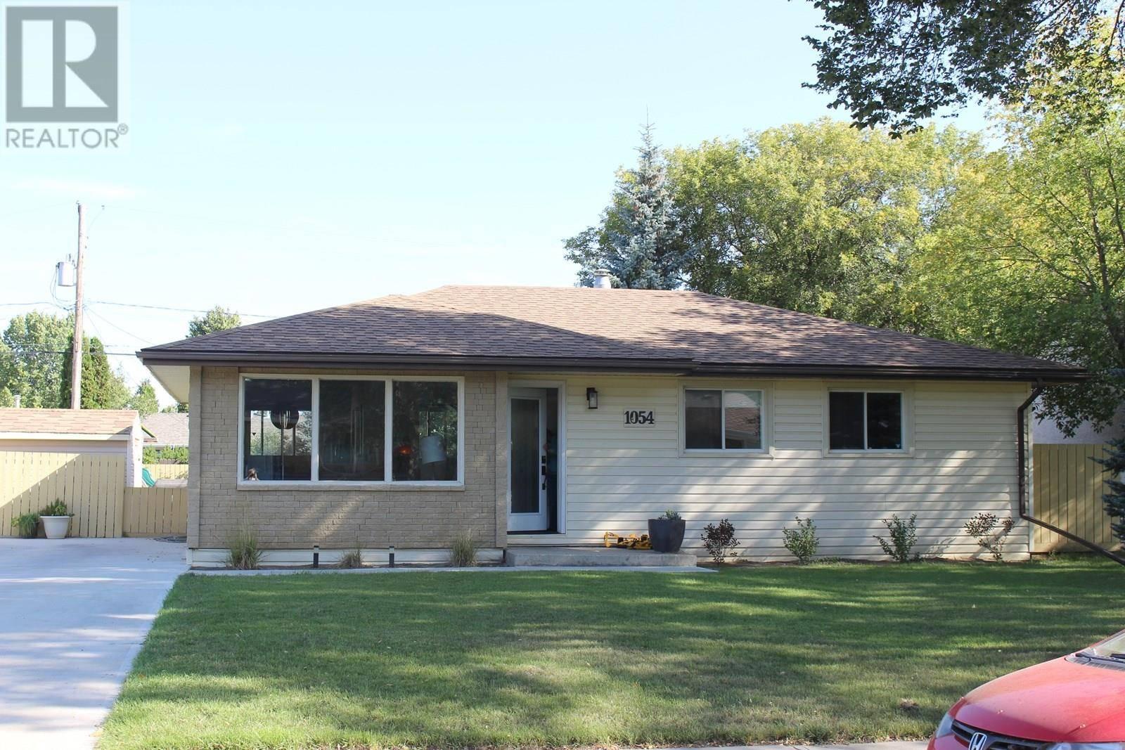 House for sale at 1054 James St Moose Jaw Saskatchewan - MLS: SK784550