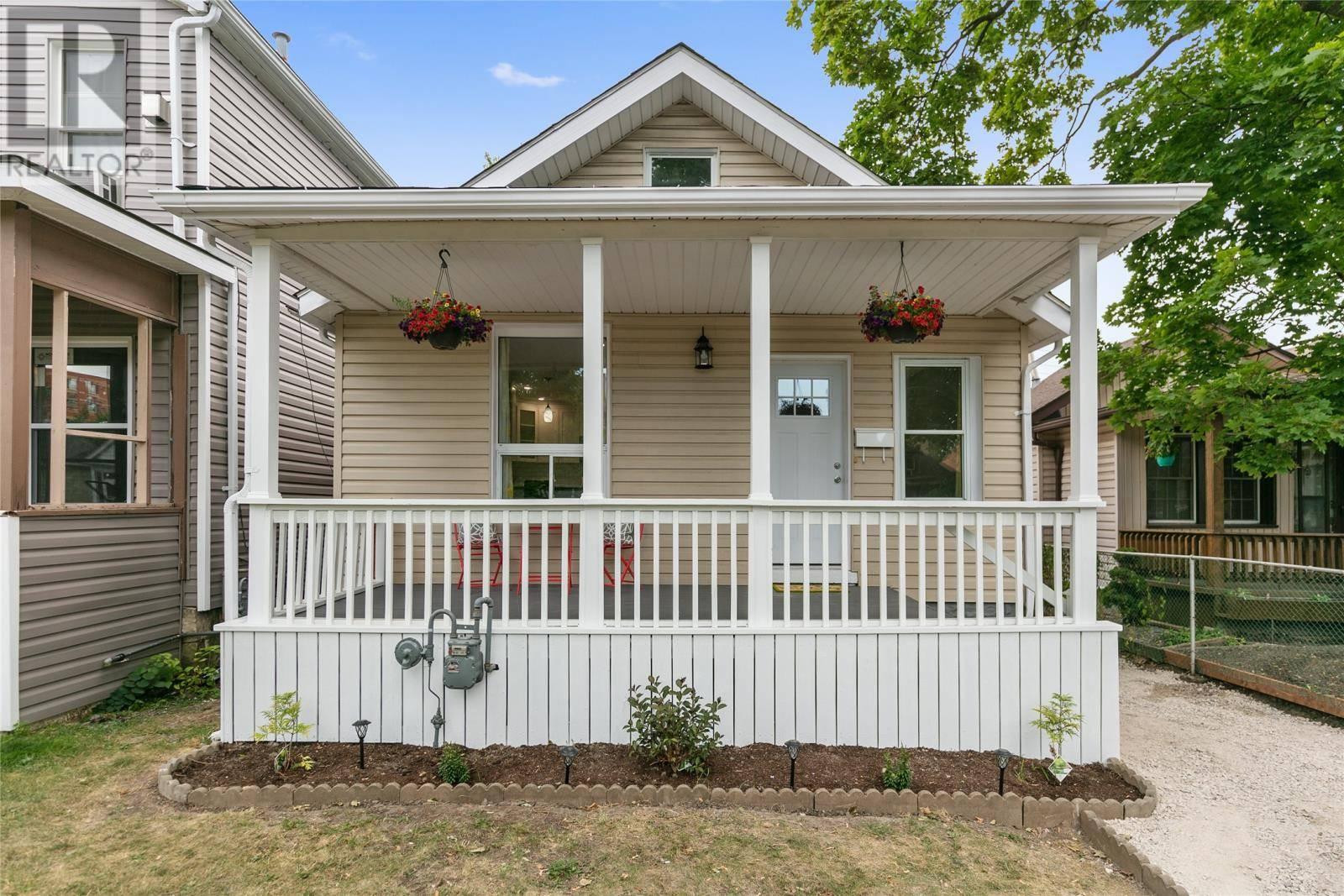 House for sale at 1057 Windsor  Windsor Ontario - MLS: 19023803